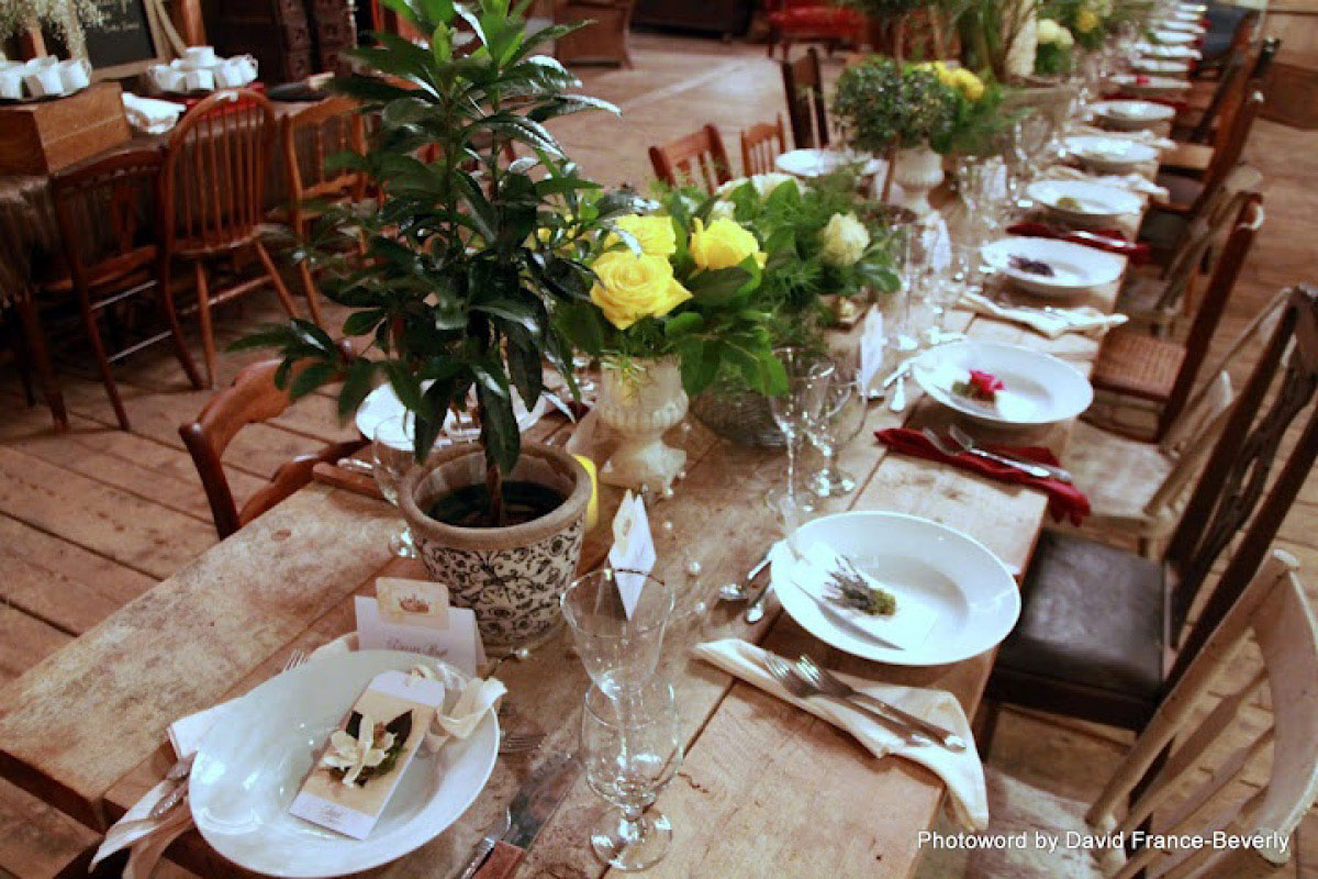 table-setting-flowers