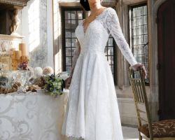 00-bride-in-white-dress-in-ballroom-large-windows-white-lace