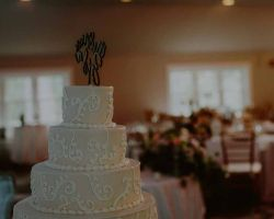010-wedding-reception-cake-table-setting