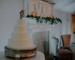 018-white-wedding-cake