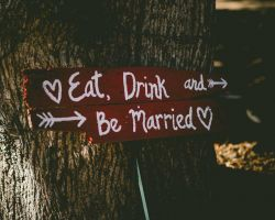 030-eat-drink-and-be-married-wedding-sign-venue