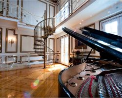 05-grand-salon-spiral-staircase-to-balcony