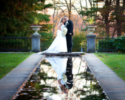 05-skylands-bride-groom-reflecting-pond-castle-gardens
