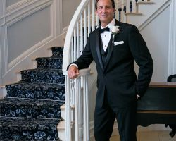 15-happy-groom-new-jersey-wedding-venue-staircase