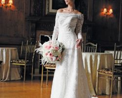 31-bride-in-white-with-flowers-in-ballroom-lace-grandiose