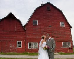 SC-Bride-Groom-kissing-barn
