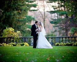 bride-groom-kiss-grounds