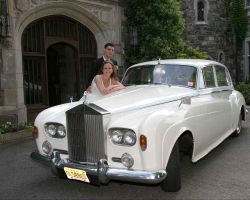 bride-groom-vintage-car