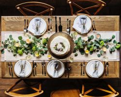 rustic-wood-table-wedding-recpetion