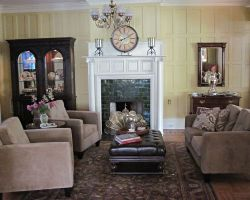 the-debary-inn-interior-fireplace-sitting-area-wedding-victorian