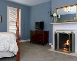 the-debary-inn-victorian-suite-guest-room-fireplace