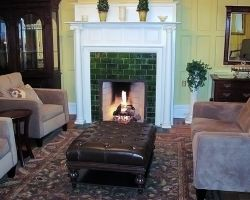the-debary-inn-victorian-wedding-beautiful-fireplace-sitting-meeting-area
