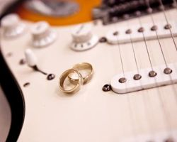 wedding-bands-on-guitar